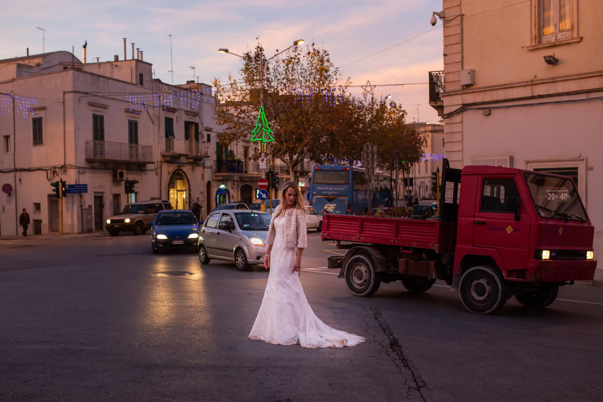 huwelijk fotograaf Heerhugowaard, location wedding bruid op kruispunt, trouwen, touwerij, trouwreportage, bruiloft, bruiloftsfotografie