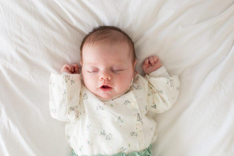 newborn Fotograaf Heerhugowaard, baby lacht, fotografie, babyfotografie, pasgeboren